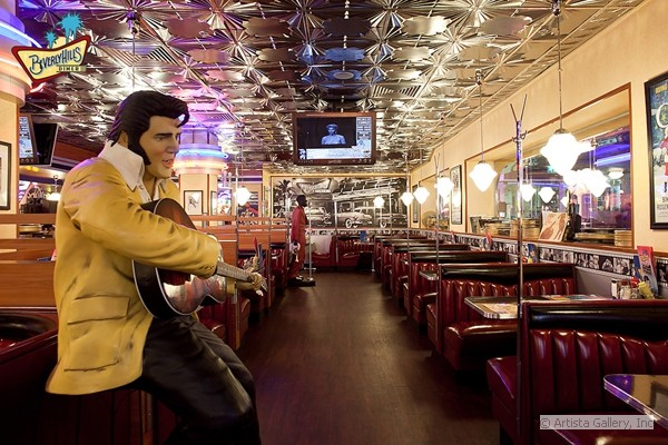 9_elvis_at_the_beverly_hill